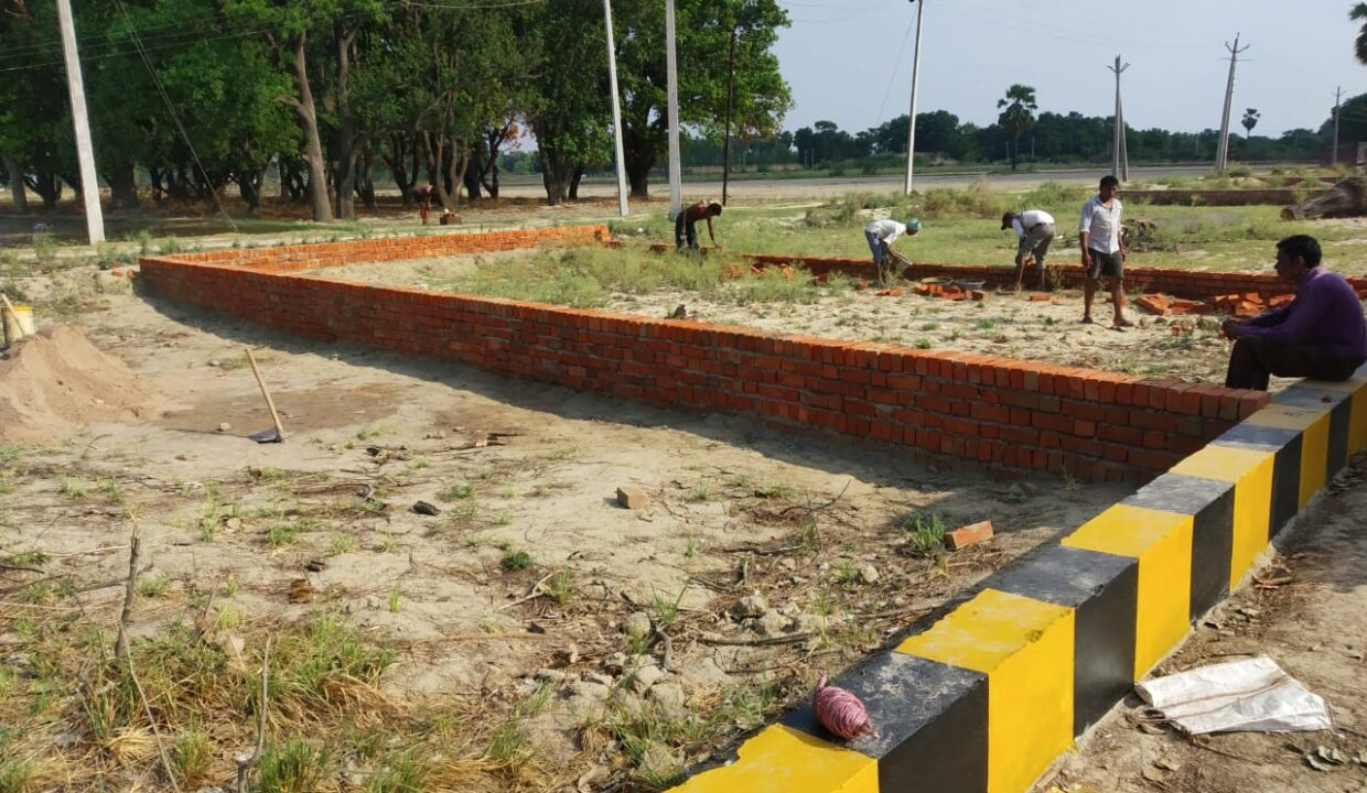 Plot in Lucknow, Kanpur Road